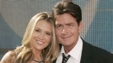 Charlie Sheen punget ut for ekskona