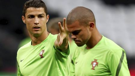 M STOPPES: Cristiano Ronaldo. Her sammen med lagkamerat Pepe.