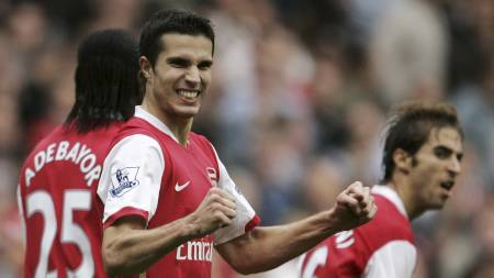 JUBLER FOR SCORING: Robin van Persie har scoret mot Sunderland 7.oktober, og er strlende fornyd med det. Resten av sesongen ble det ikke like stor grunn til  juble.