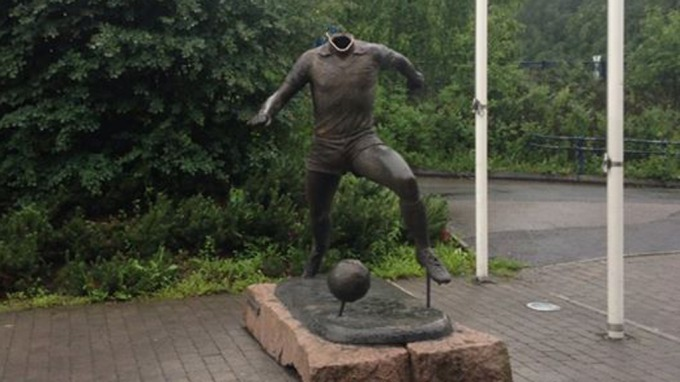 Picture: Vålerenga fans are accused off decapitating a statute outside Lillestrøms ground