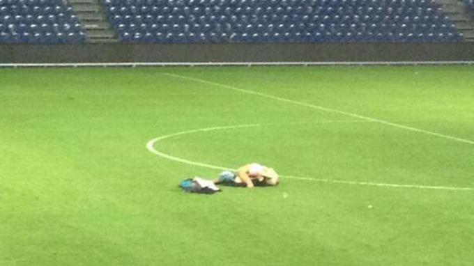 After Brøndby 0   Randers 0 a couple scored on the pitch, had sex by the centre circle [Picture]